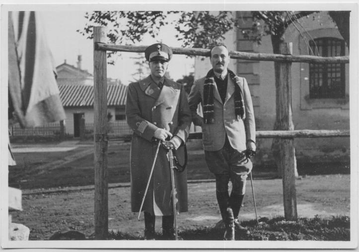 Il Colonnello Duca, sul lato destro della foto.
